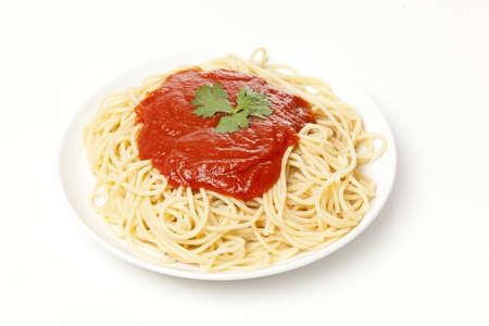 spaghetti: Biologische volkoren pasta met tomatensaus Stockfoto
