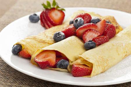 crepas: Frescas hechas en casa Crepes laminado fresa con arándanos