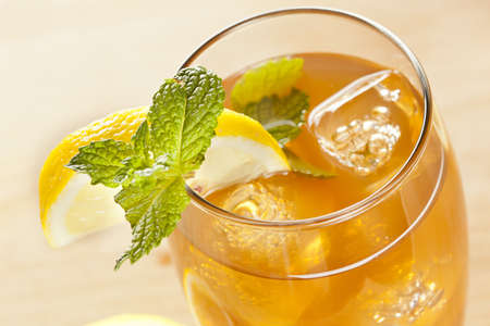 Refreshing Iced Tea with Lemon against a background 版權商用圖片