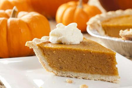 dynia: Świeże Homemade Pumpkin Pie wykonane na Święto Dziękczynienia Zdjęcie Seryjne