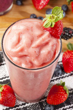 smoothie strawberry: Organic Strawberry Smoothie made with fresh Ingredients Stock Photo