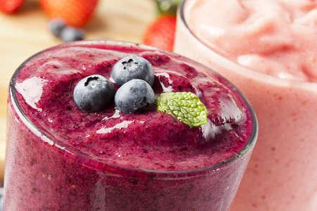 Smoothy bleuets biologiques préparés avec des ingrédients frais