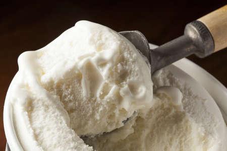 배경에 찬 유기 아이스크림