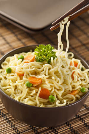 chinese noodles: Homemade Quick Ramen Noodles with carrots and peas