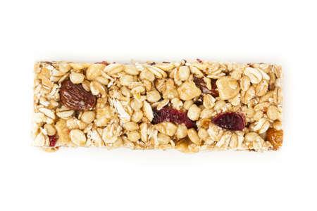 barra de cereal: Org�nica de almendras y pasas de uva barra de granola en un fondo
