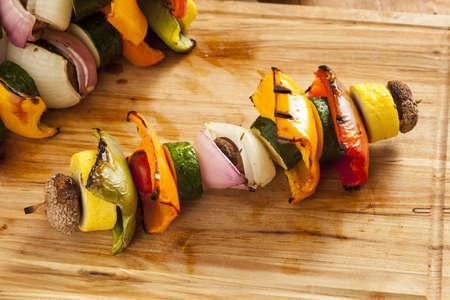 ピーマン、マッシュルーム、玉ねぎと有機野菜のグリル シシカバブ