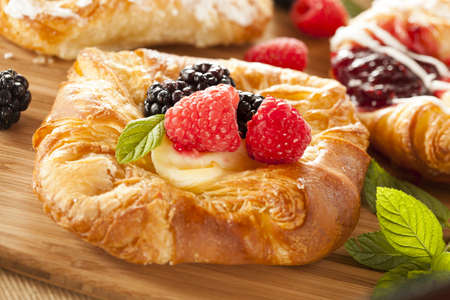 Homemade Gourmet Danish Pastry with berries and icing 版權商用圖片