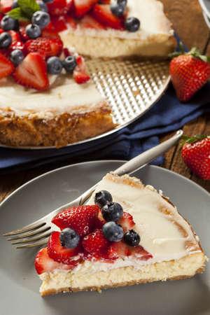 디저트 홈 메이드 딸기와 블루 베리 치즈 케이크 스톡 콘텐츠