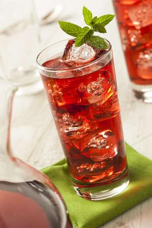 té helado: Refrescante Berry Hibiscus Té helado con menta