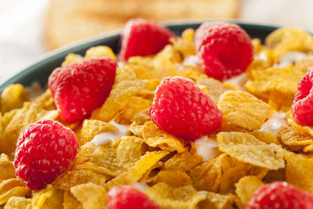 cornflakes: Healthy Cornflake Cereal for Breakfast with Berries