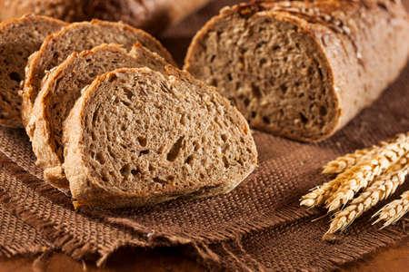 背景に新鮮な自家製全粒粉パン 写真素材 - 22710981