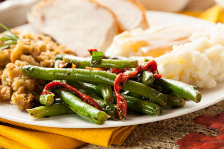 gr�ne bohnen: Organic Healthy Green Beans with Red Peppers