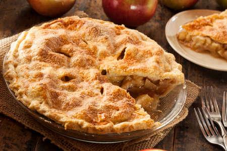 Hausgemachte Bio-Apfelkuchen Dessert verzehrfertig Standard-Bild - 23240376