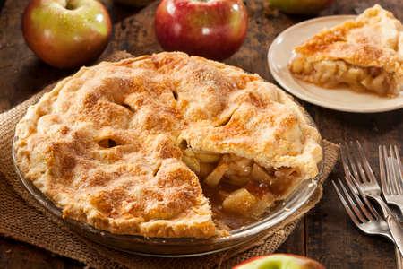 自家製の有機リンゴのパイ デザート食べて準備ができて 写真素材