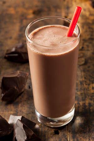 Rafraîchissement délicieux chocolat au lait avec du cacao réel Banque d'images - 24058149