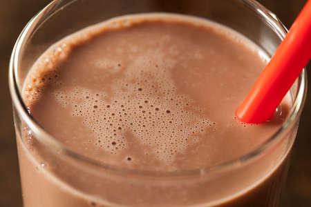 Rafraîchissement délicieux chocolat au lait avec du cacao réel Banque d'images - 24048945
