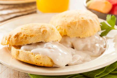 Hecho en casa galletas de mantequilla y salsa para el desayuno Foto de archivo