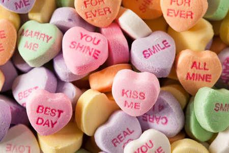 발렌타인 데이를위한 다채로운 사탕 대화 마음