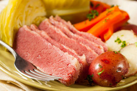 Homemade Corned Beef and Cabbage with Potatoes and Carrots Zdjęcie Seryjne - 26214940