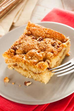 cafe y pastel: Torta de caf� hecho en casa con canela y frutos secos