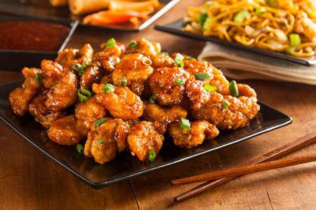 저녁 식사를 위해 녹색 양파와 아시아 Oranage 치킨 스톡 콘텐츠