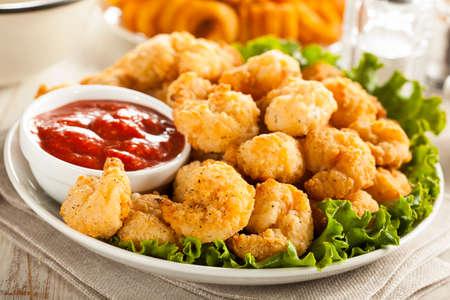 Organique pané Popcorn crevettes avec sauce cocktail Banque d'images - 27069535