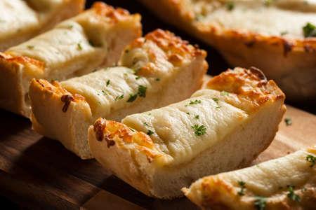 ajo: Queso tostado y pan de ajo con perejil