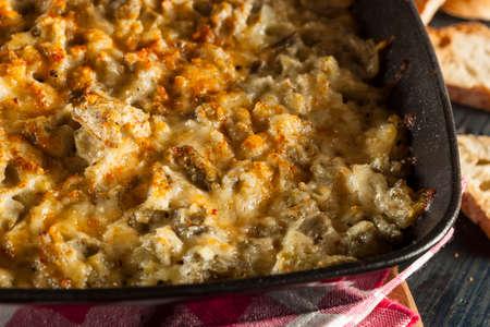 Homemade Cheesy Garlic Artichoke Spread with Bread 版權商用圖片
