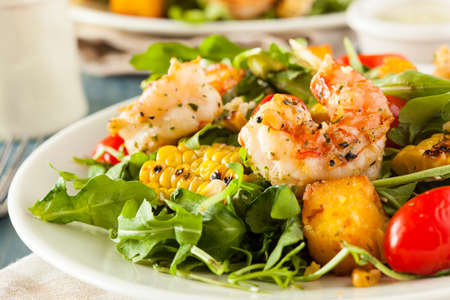 Healthy Shrimp and Arugula Salad with Corn and Tomatoes Imagens - 28673833