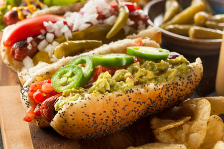 perro caliente: Gourmet Grilled Beef Todos Hots Perros con Sides and Chips