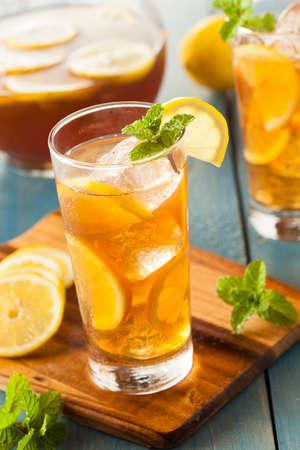 ice lemon tea: Homemade Iced Tea with Lemons and Mint
