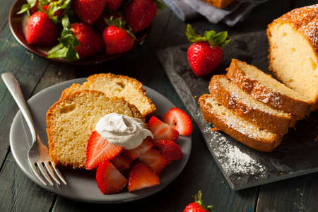 Homemade Pound Cake with Strawberries and Cream Stock fotó - 30004726