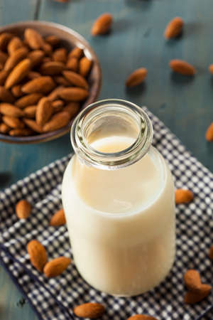 Organic White Almond Milk in a Jug 版權商用圖片