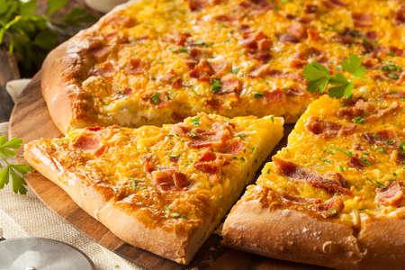 huevos fritos: Pizza hecha en casa Desayuno con tocino Huevos y patatas