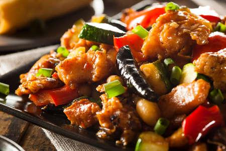 chinesisch essen: Hausgemachte Kung Pao H�hnerfleisch mit Paprika und Gem�se