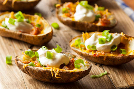 Homemade Potato Skins with Bacon Cheese and Sour Cream Imagens