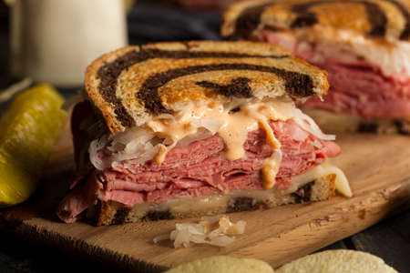 Homemade Reuben Sandwich with Corned Beef and Sauerkraut 스톡 콘텐츠