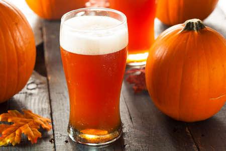 calabaza: Espumoso de naranja calabaza Ale Listo para beber