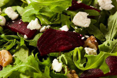 Rauwe Groene Biet En Arugula Salade Met Feta Stockfoto
