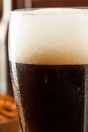 porter: Refreshing Dark Stout Beer Ready to Drink