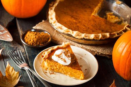 dynia: Homemade Pumpkin Pie dla Thanksigiving gotowe do spożycia