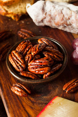 pecans: Homemade Candied Pecans with Cinnamon and Sugar