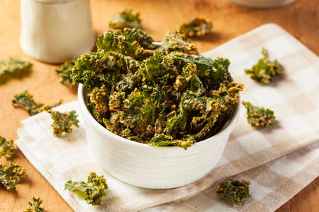 Homemade Green Kale Chips with Vegan Cheese Reklamní fotografie