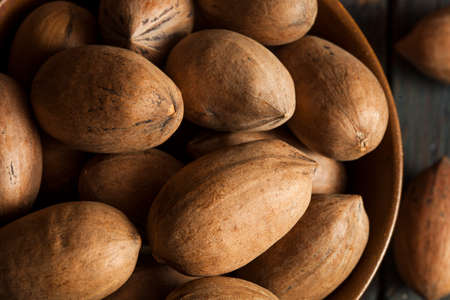 un healthy: Raw Organic Whole Pecans Ready to Eat