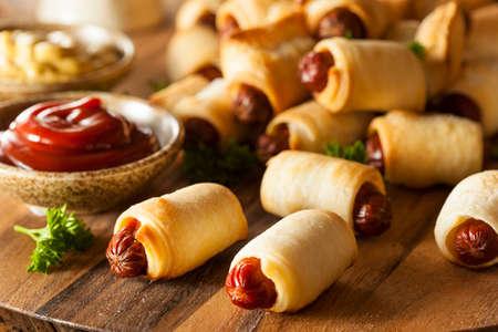 perro caliente: Homemade Cerdos en una manta Listo para comer Foto de archivo