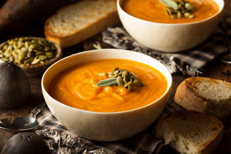 Homemade Autumn Butternut Squash Soup with Bread 스톡 콘텐츠