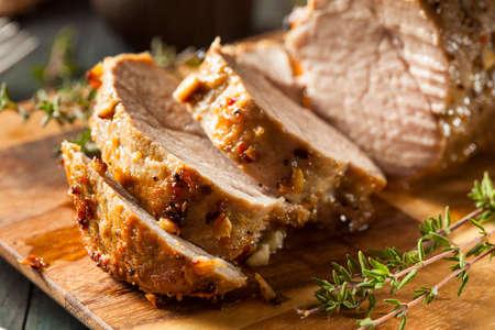 grilled pork: Homemade thịt lợn thăn nóng với các loại thảo mộc và gia vị