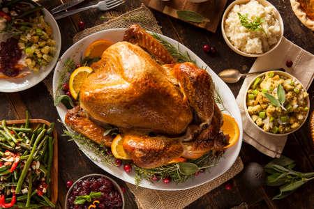 Hele Homemade Thanksgiving kalkoen met alles Sides