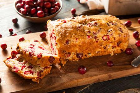 weihnachtskuchen: Hausgemachte Festliche Cranberry Brot mit frischen Beeren