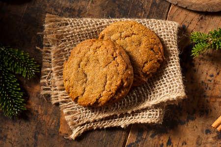 galletas de jengibre: Homemade Brown Gingersnap Galletas para los días de fiesta